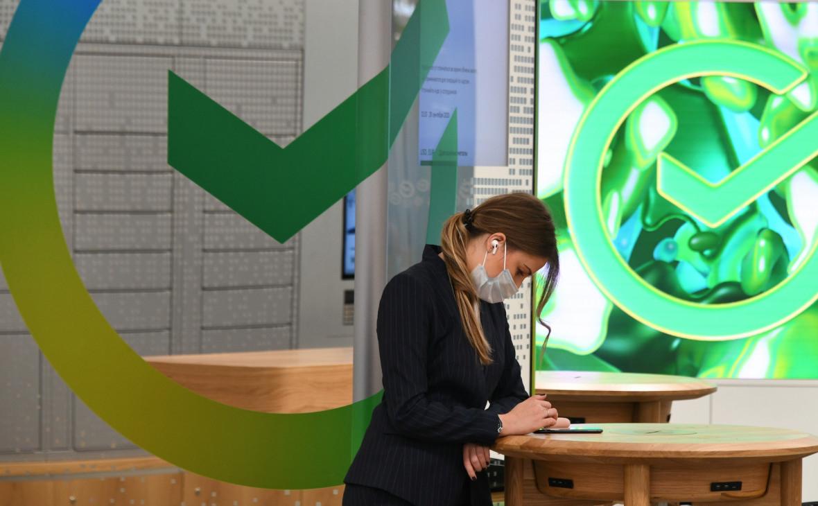Зеленский продлил на три года санкции против Сбербанка и Проминвестбанка