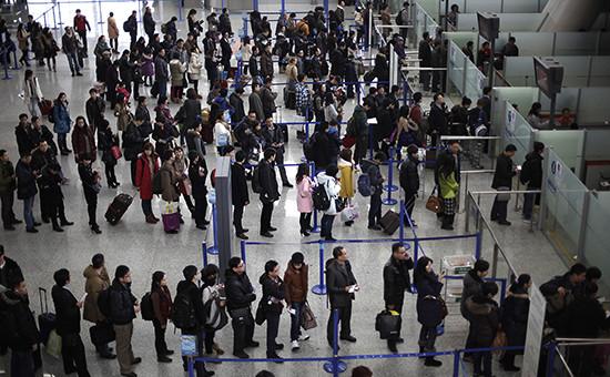 Контроль безопасности в международном аэропорту Шанхая. Фото 2013 г.