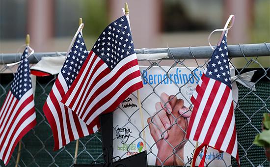 Флаги США на месте трагедии