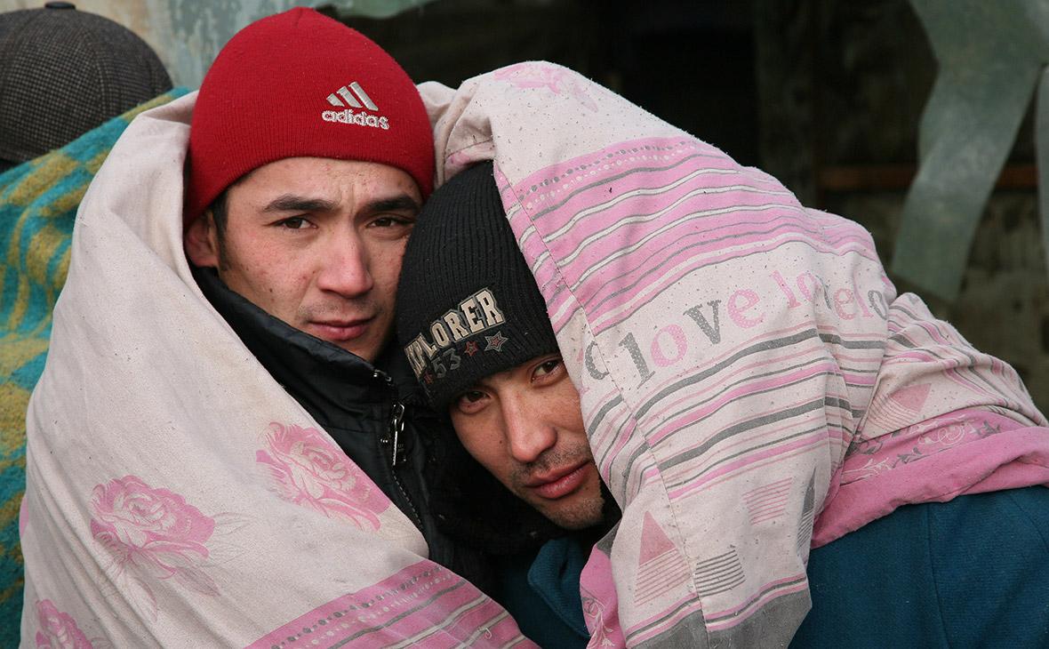 Трудовые мигрантыв палаточном лагере в Волгоградской области