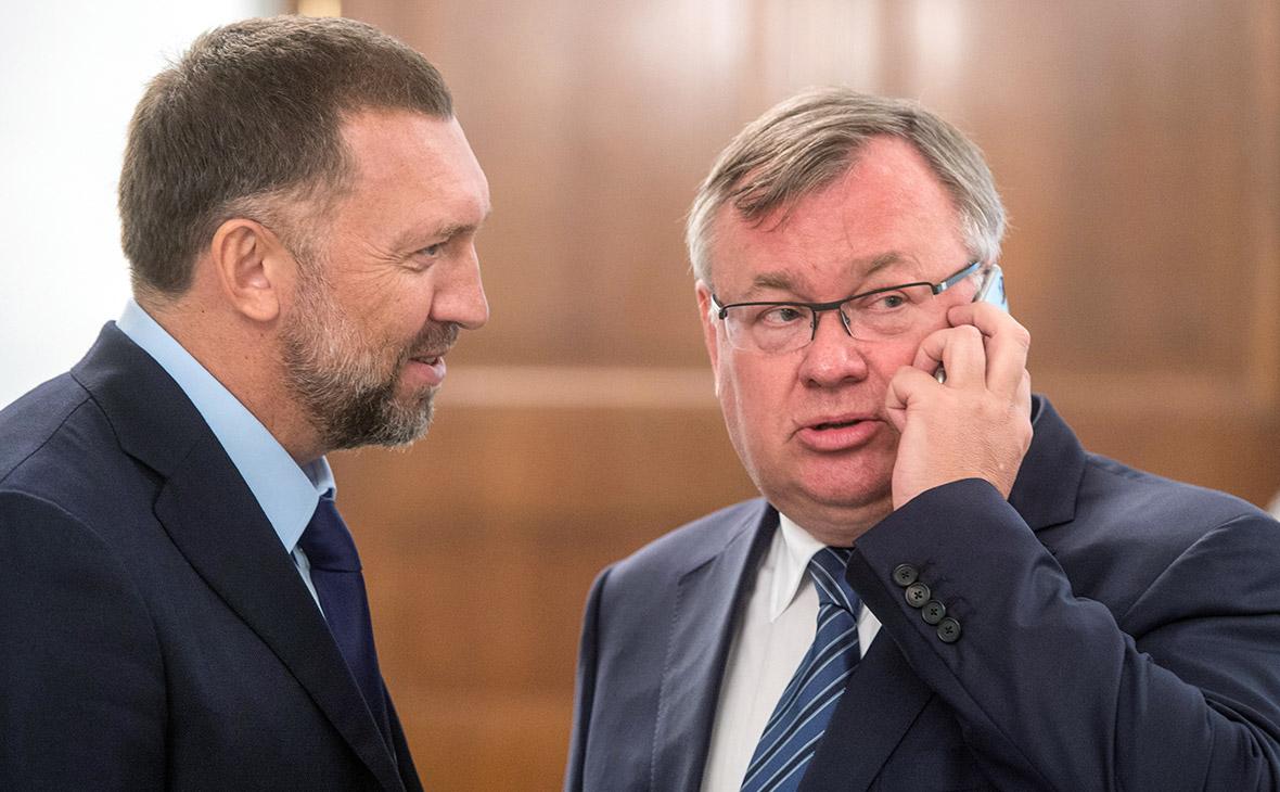 Олег Дерипаска (слева) и Андрей Костин