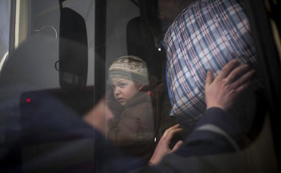 Эвакуация жителей в районе Дебальцево