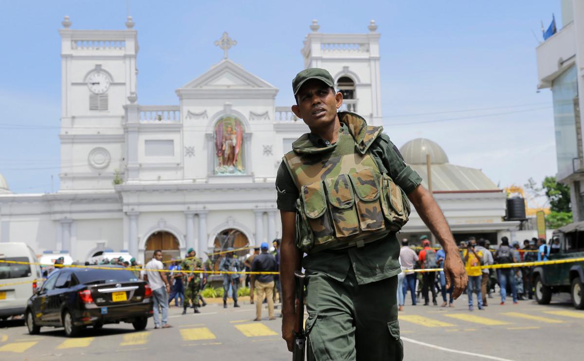 Возле церкви Святого Антония после взрывов
