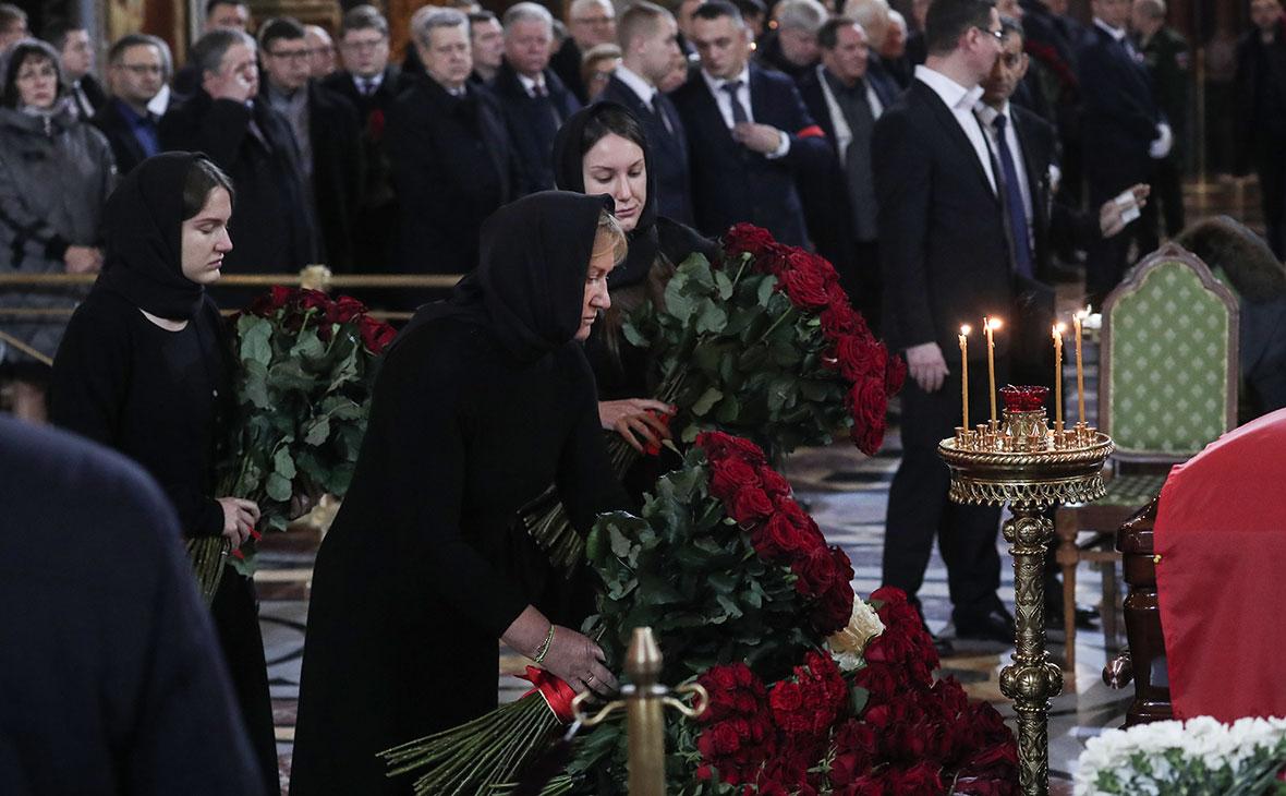 Елена Батурина и дочери Елена и Ольга