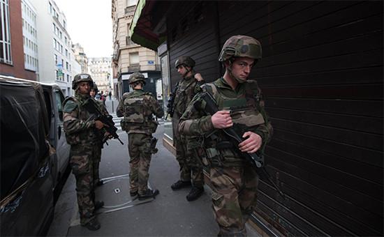 Военный патруль на улице, Франция, ноябрь 2015 года