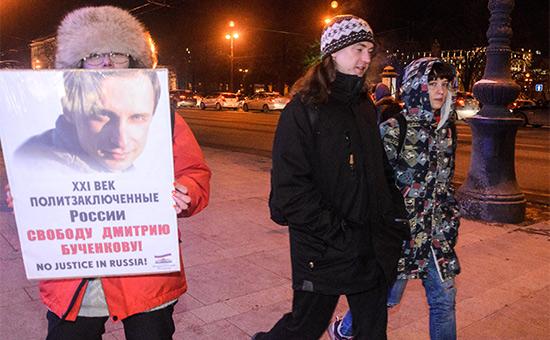 Одиночный пикет вподдержку политзаключенных России наНевском проспекте