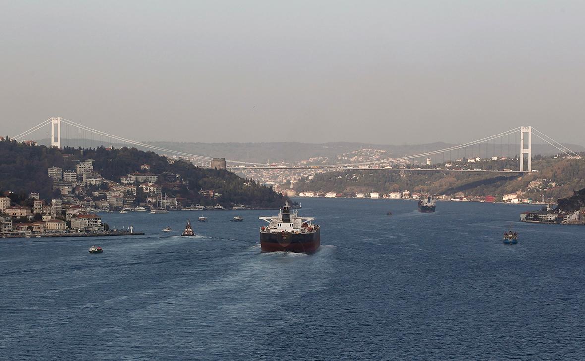 Танкер в проливе Босфор