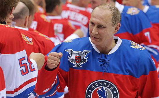 Президент России Владимир Путин на гала-матче турнира Ночной хоккейной лиги. Май 2016 года