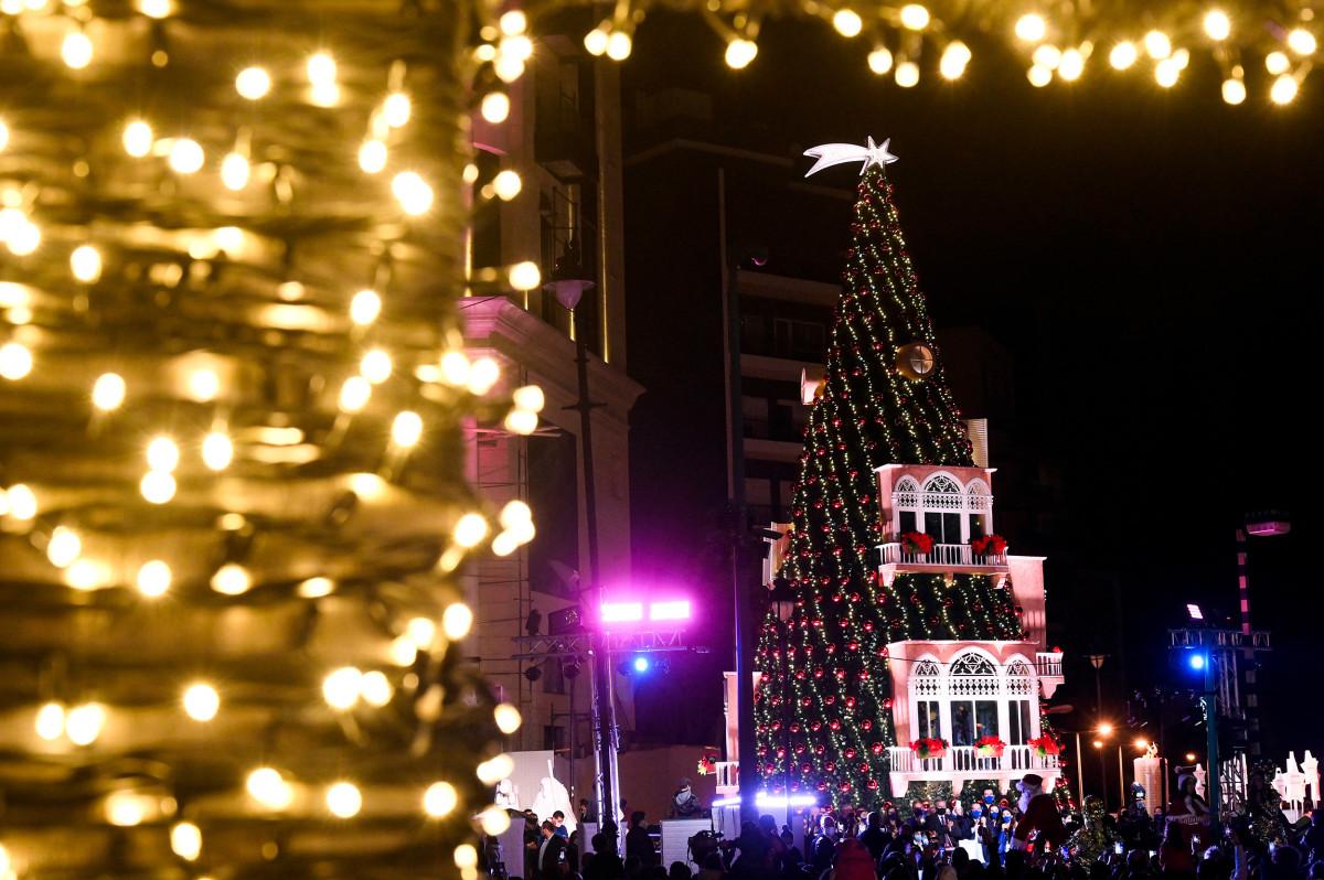 Рождественская елка в районе Ашрафие в Бейруте, Ливан