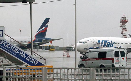 Автомобиль скорой помощи в аэропорту Ростова-на-Дону
