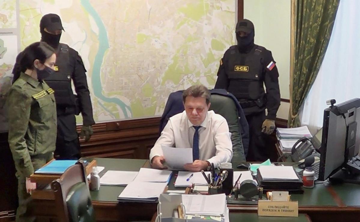 Иван Кляйн (в центре)