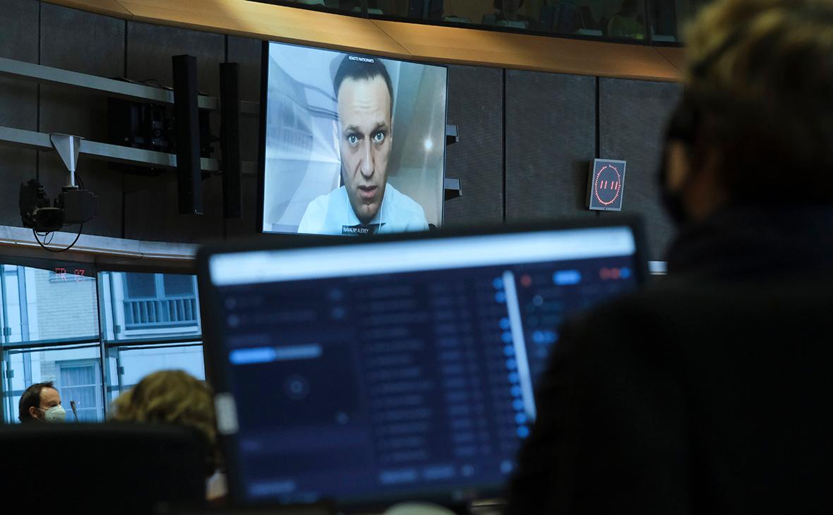 Алексей Навальный (на экране)
