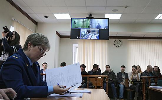 Рассмотрение законности ареста губернатора Сахалинской области Александра Хорошавина и его советника Андрея Икрамова вМосгорсуде. 6 апреля 2015 года