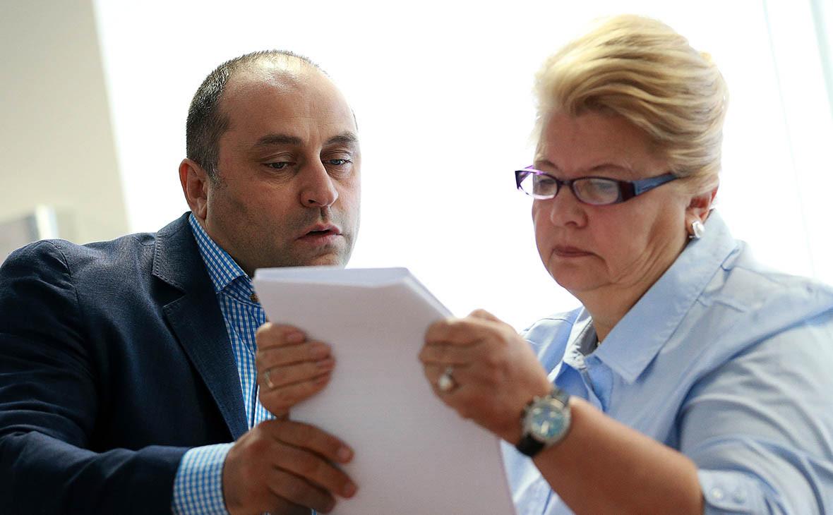 Людмила Мурова (справа)