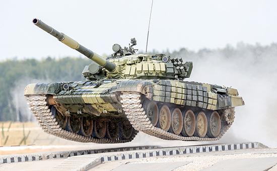 Танк Т-72Б экипажа из Анголы во время гонки преследования на соревнованиях чемпионата мира