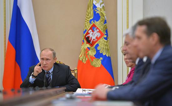 Президент России Владимир Путин на совещании с членами Совета безопасности в Кремле. 8 ноября 2016 года