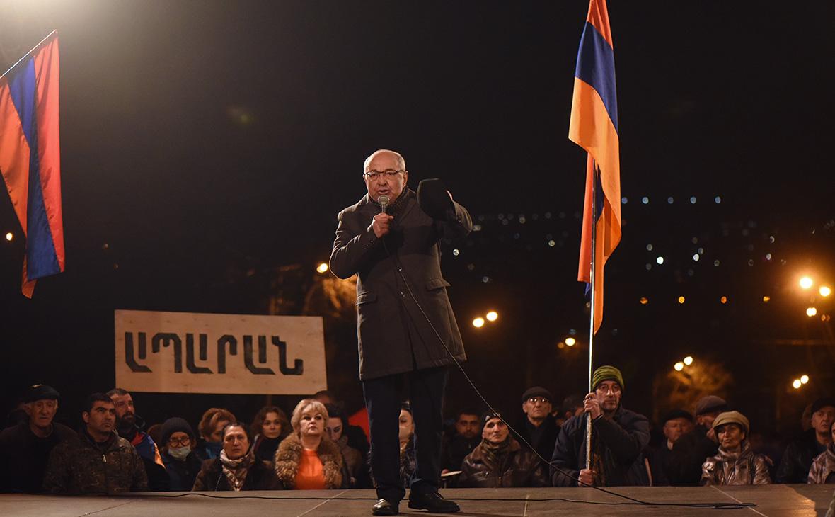 Вазген Манукян на акции протеста оппозиции