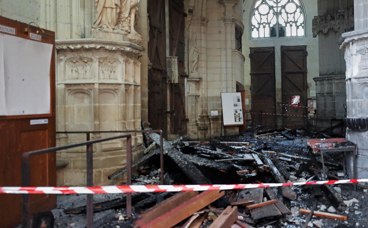 Последствия пожара всоборе святого Петра и Павла в Нанте