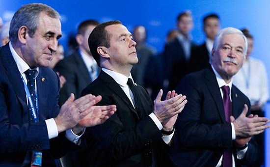 Сергей Неверов, Дмитрий Медведев иБорис Грызлов (слева направо)