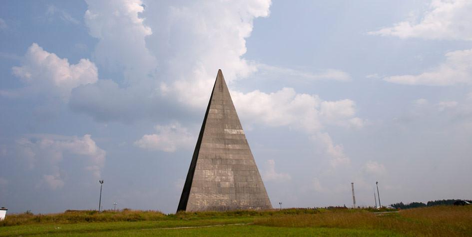Пирамида инженера Голода наНоворижском шоссе