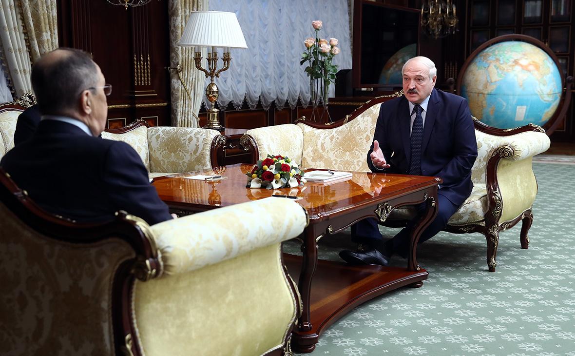 Сергей Лавров (слева) и Александр Лукашенко