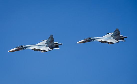 Истребители Су-27 во время летно-тактических учений  (архивное фото)