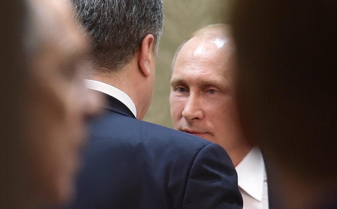 Петр Порошенко и Владимир Путин. Февраль 2015 года
