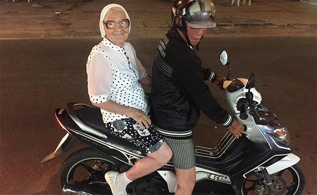 Бабушка Лена получила известность в социальных сетях после путешествия во Вьетнам