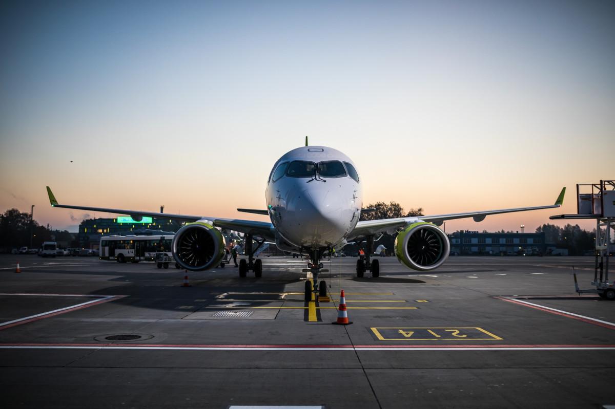 Авиакомпаниистремятся задействовать весь парк самолетов в операционной деятельности, даже если каждый самолет выполняет меньшее количество рейсов, чем обычно, чтобы минимизировать стоянки на земле.