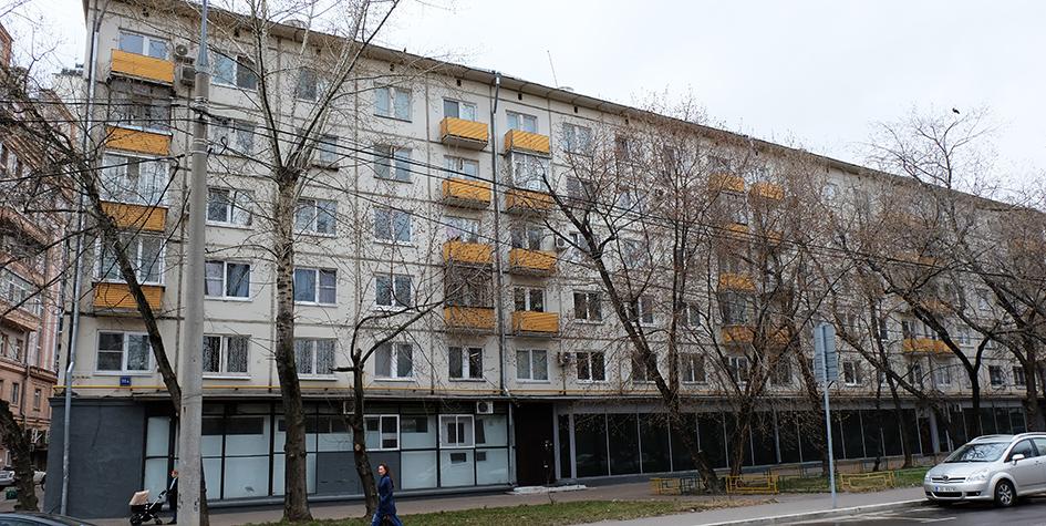 Жилой пятиэтажный дом на Дружинниковской улице в Пресненском районе