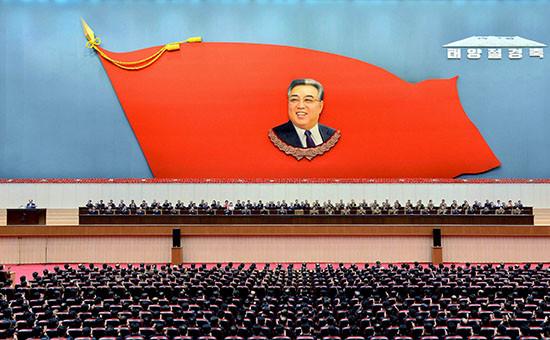 Заседание ЦК по случаю 104-й годовщины со дня рождения основателя Северной Кореи Ким Ир Сена