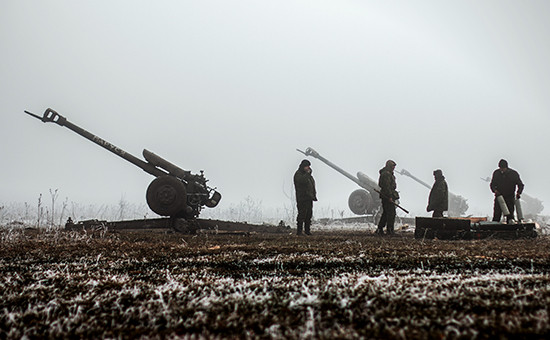 Ополченцы Донецкой народной республики (ДНР) на передовой в окрестностях Дебальцево Донецкой области. 2015 год