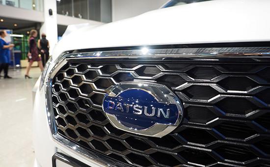 Логотип автомобили марки Datsun