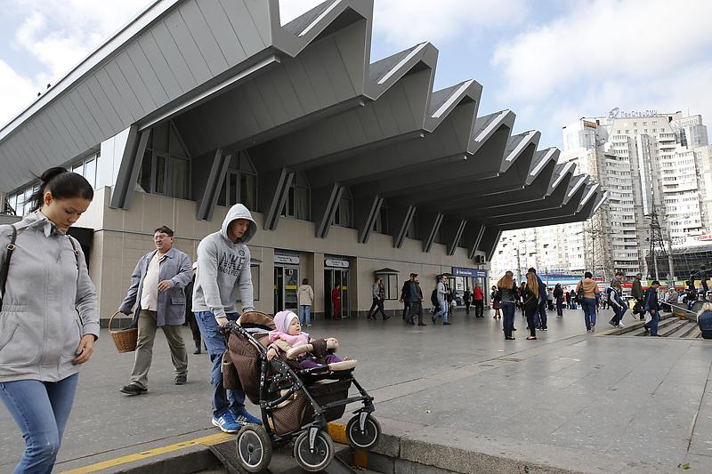 Станция метро «Пионерская»