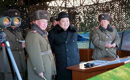 Лидер КНДР Ким Чен Ын на военных учениях