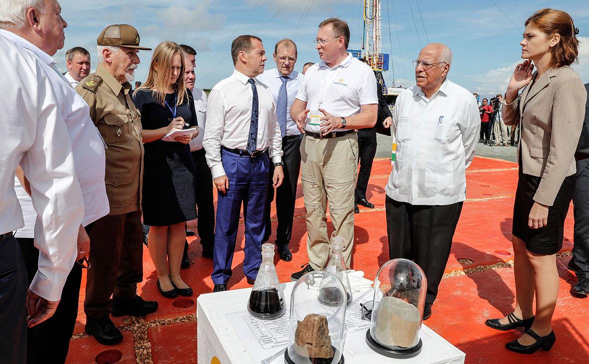 Дмитрий Медведев и Сергей Кудряшов (в центре)