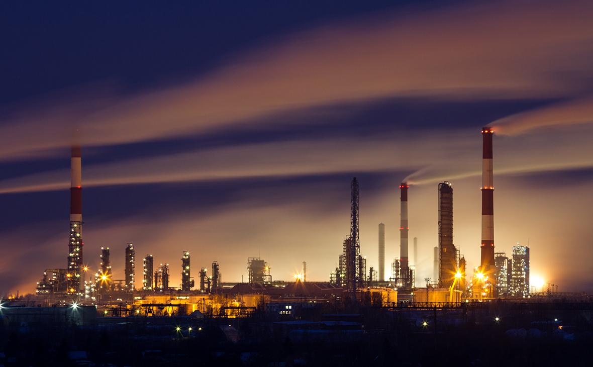 Вид на Омский нефтеперерабатывающий завод