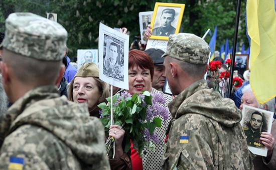 Участники акции «Бессмертный полк» в Киеве