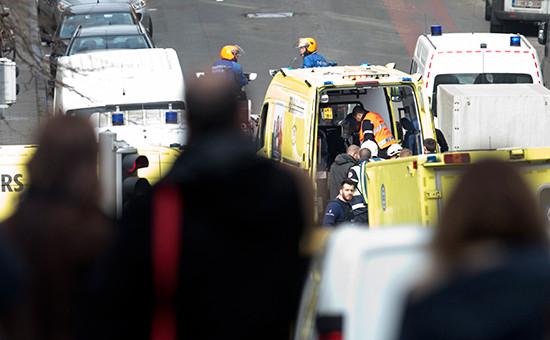 Автомобили скорой помощи послевзрыва у станции метро вБрюсселе