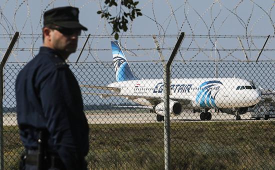 Самолет Airbus A320 авиакомпании EgyptAir ваэропорту Ларнаки 29 марта 2016 года