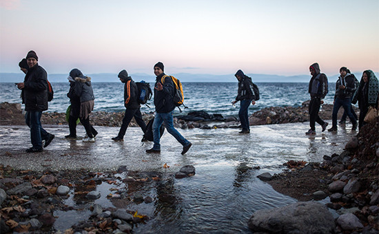Мигранты высаживаются на греческий остров Лесбос. 30 ноября 2015 года