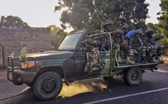Сенегальские солдаты возле границы с Гамбией. 19 января 2017 года