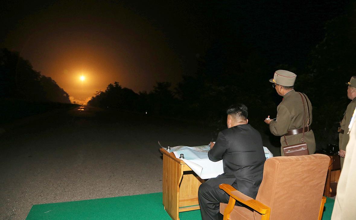Ким Чен Ын наблюдает за испытанием ядерного оружия, 2014 год