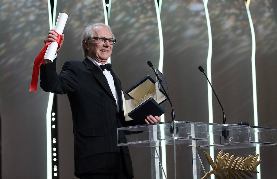 Режиссер Кен Лоуч на церемонии награждения победителей 69-го Каннского кинофестиваля