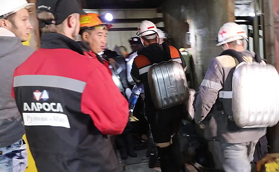 Горноспасатели в шахте «Мир»