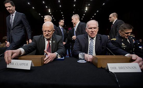 Директор Национальной разведки США (DNI) ДжеймсКлэппер и директор ЦРУ Джон Бреннан (слева направо). 2014 год