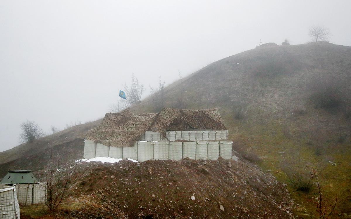 Пост российских миротворцев на въезде в Лачинский коридор