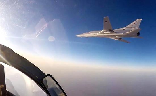 Дальний бомбардировщик Ту-22М3 вовремя нанесения ударов попозициям «Исламского государства» (запрещено вРоссии) вСирии, 14 августа 2016 года