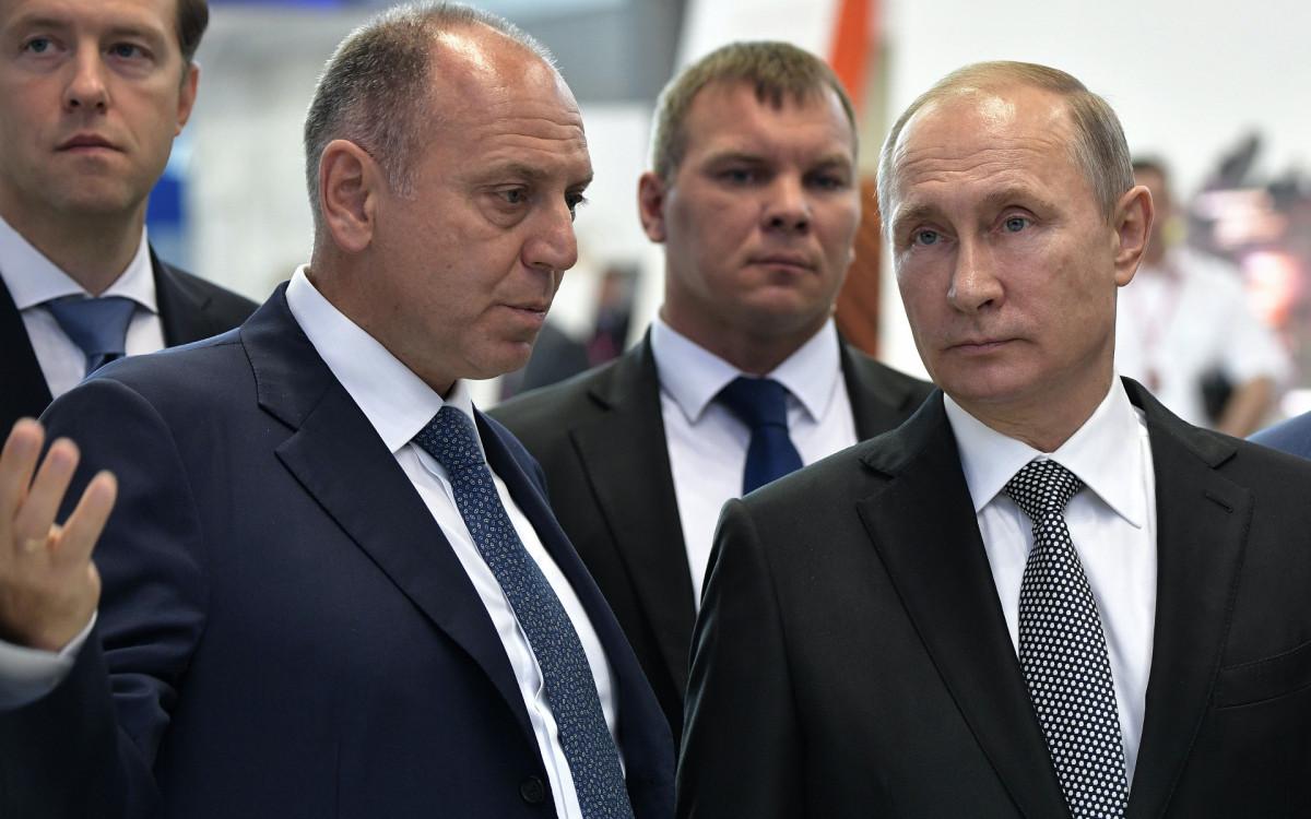 Фото: Дмитрий Пумпянский и Владимир Путин (Фото: ТАСС)