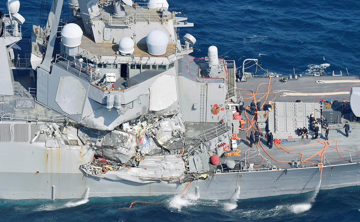 Поврежденный эсминец«Фитцджеральд»